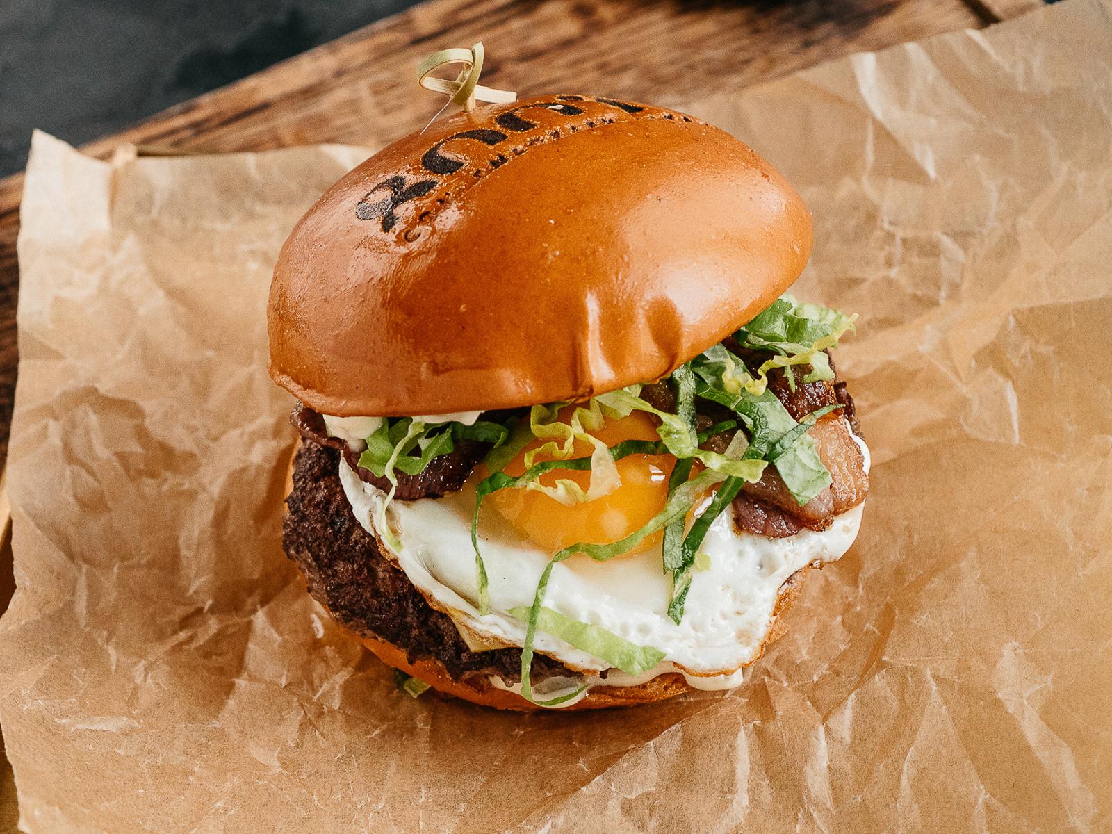 Бургер Фермерский с говяжьим беконом и яйцом