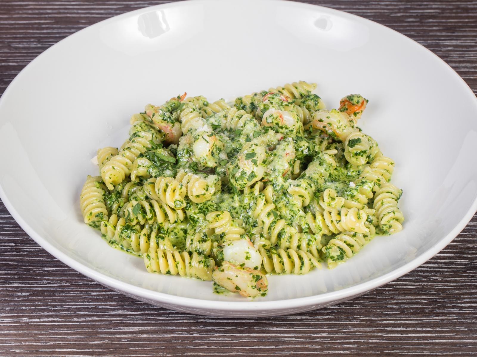 Фузили Прато Верди с креветками в шпинатном соусе в ресторане Академия