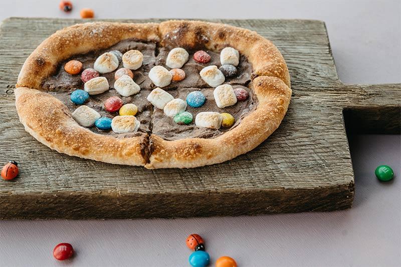 Мини пиццетта нутеллой, маршмеллоу и M&Ms