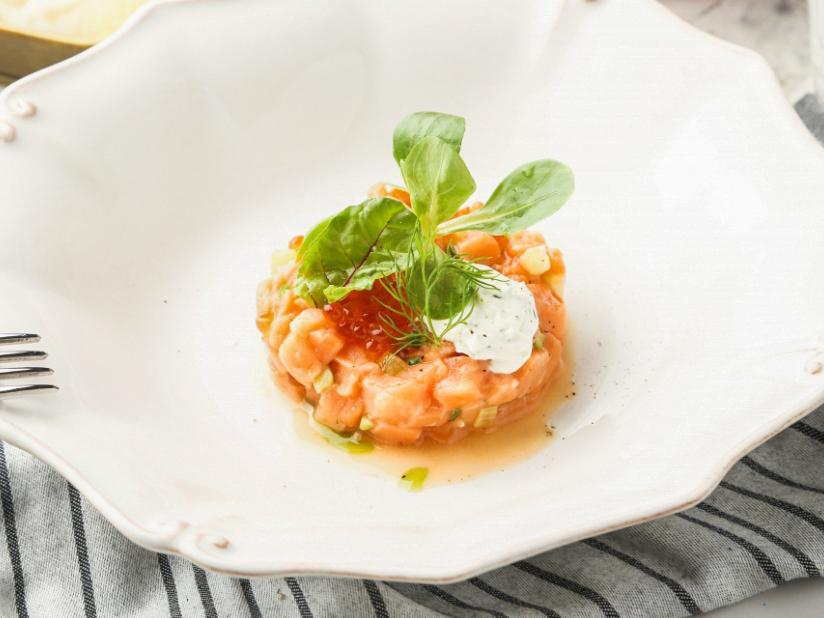 Тартар из лосося со сливочным сыром