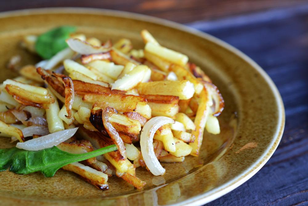 Картофель жареный с луком по-домашнему
