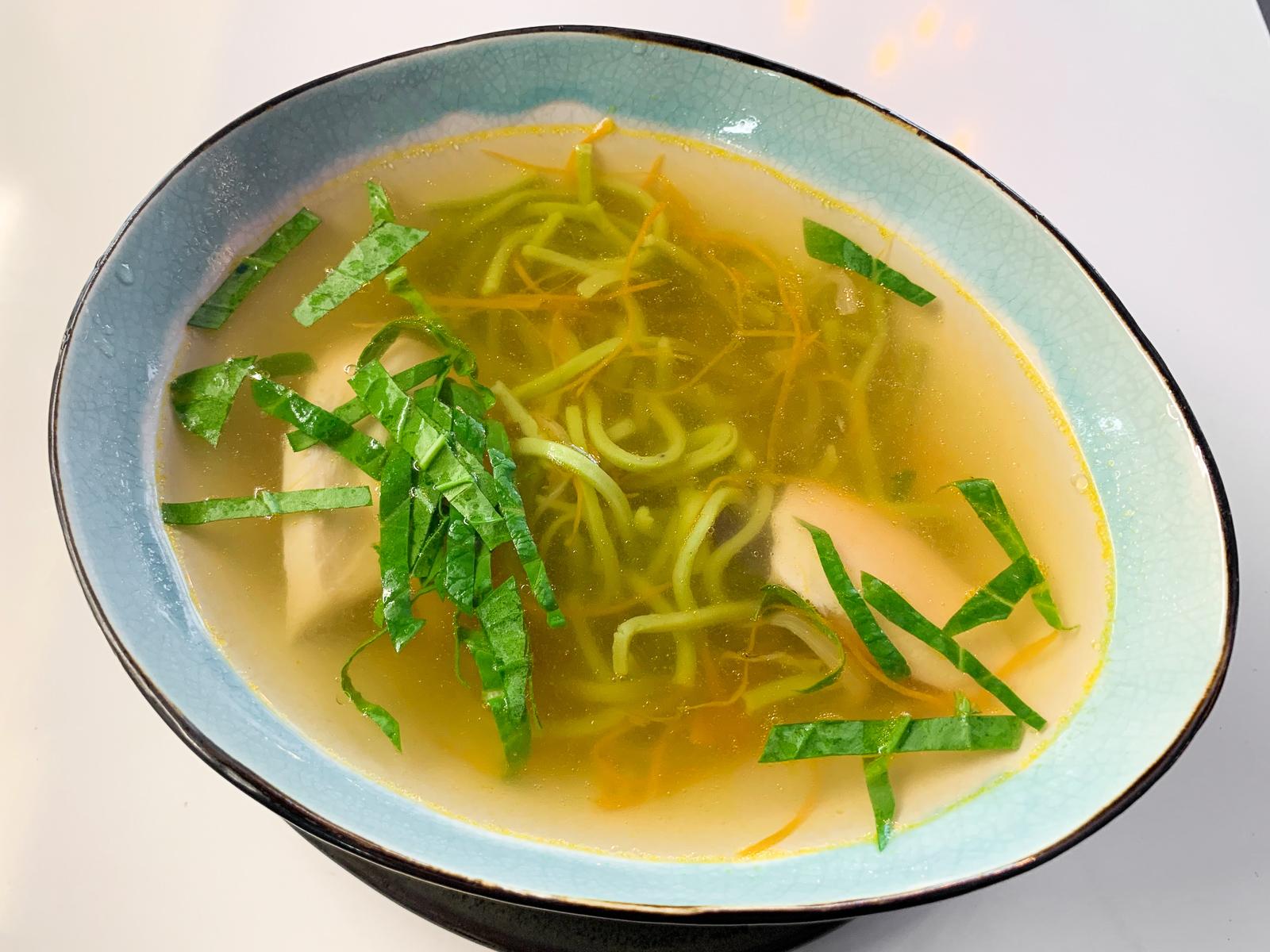 Суп куриный с лапшой из шпината