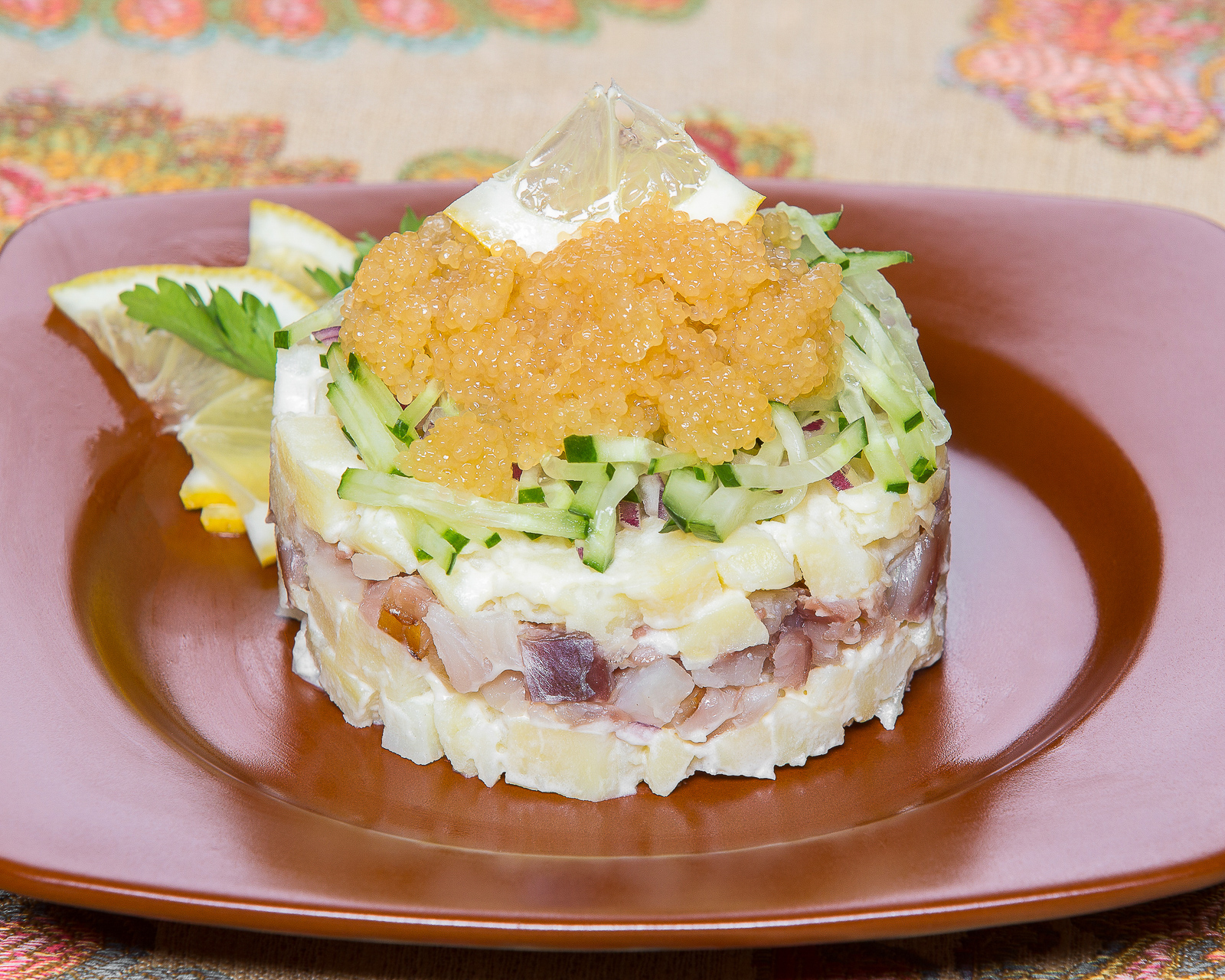 Салат с омулем и икрой щуки