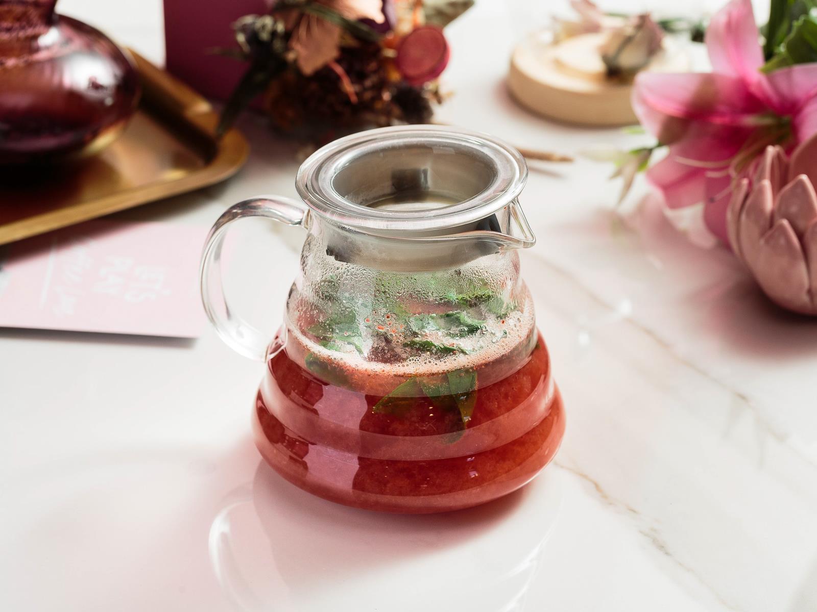 Чай клубничный с базиликом