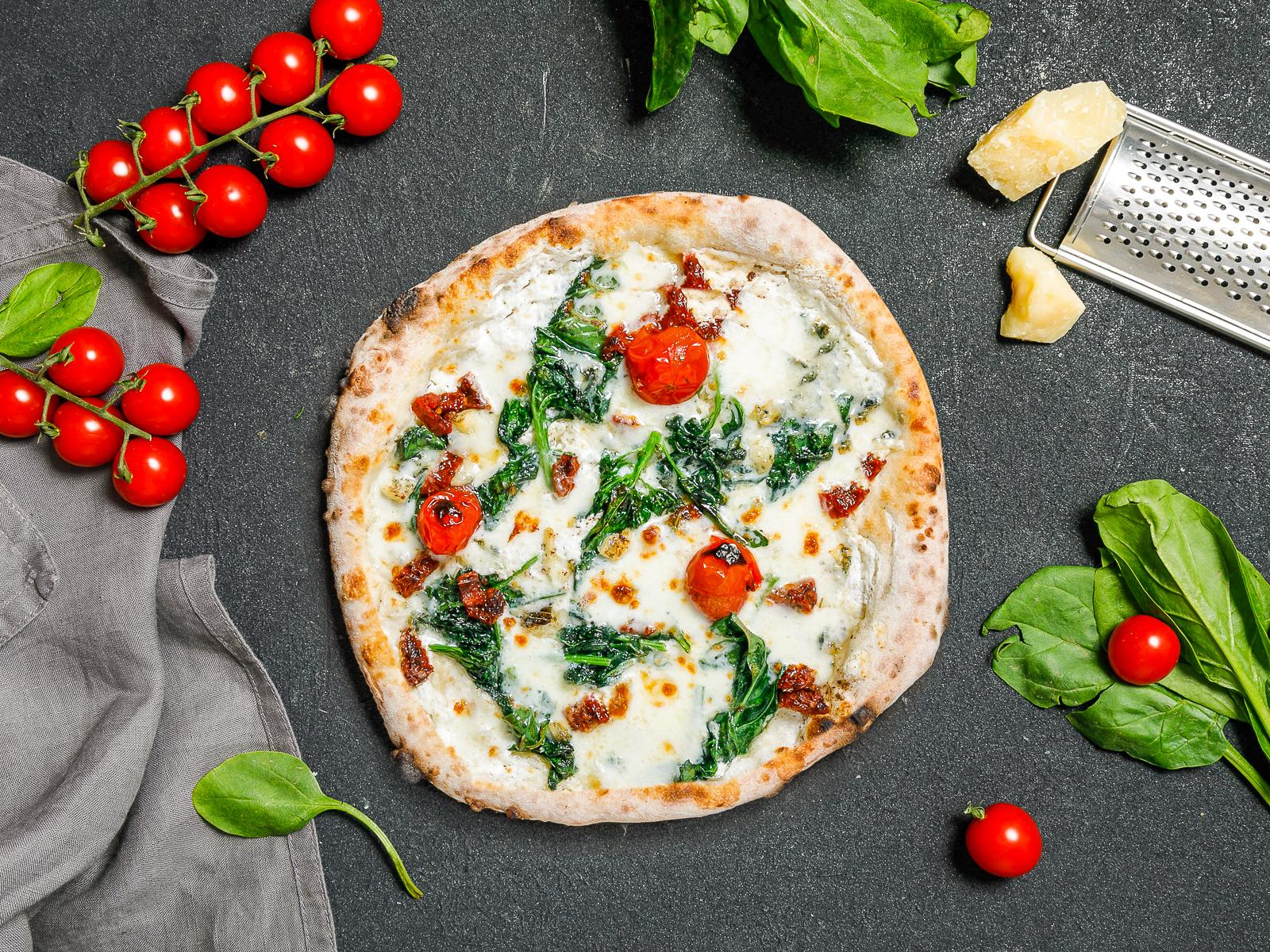 Пицца Шпинат и томаты