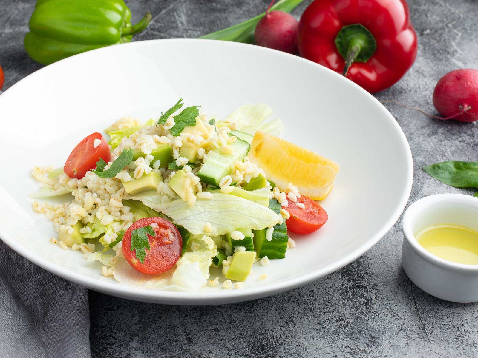 Салат с авокадо и булгуром