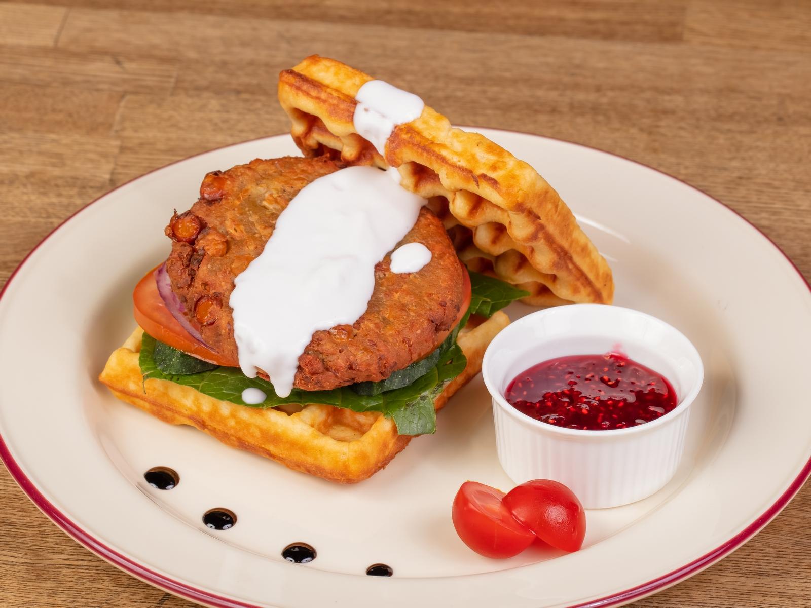 Веган-сендвич на вафле