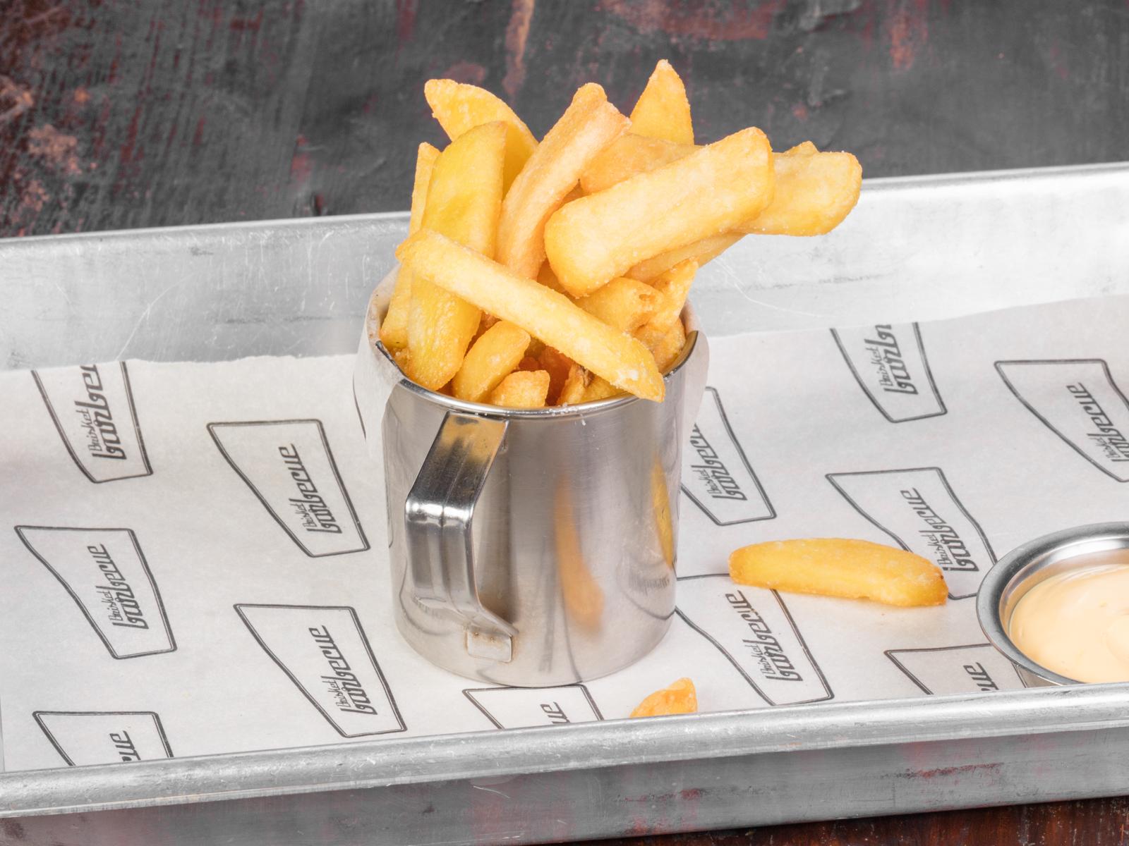 Домашний картофель фри с сырным соусом
