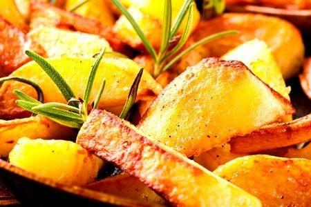 Картофель «Айдахо» с розмарином и чесноком
