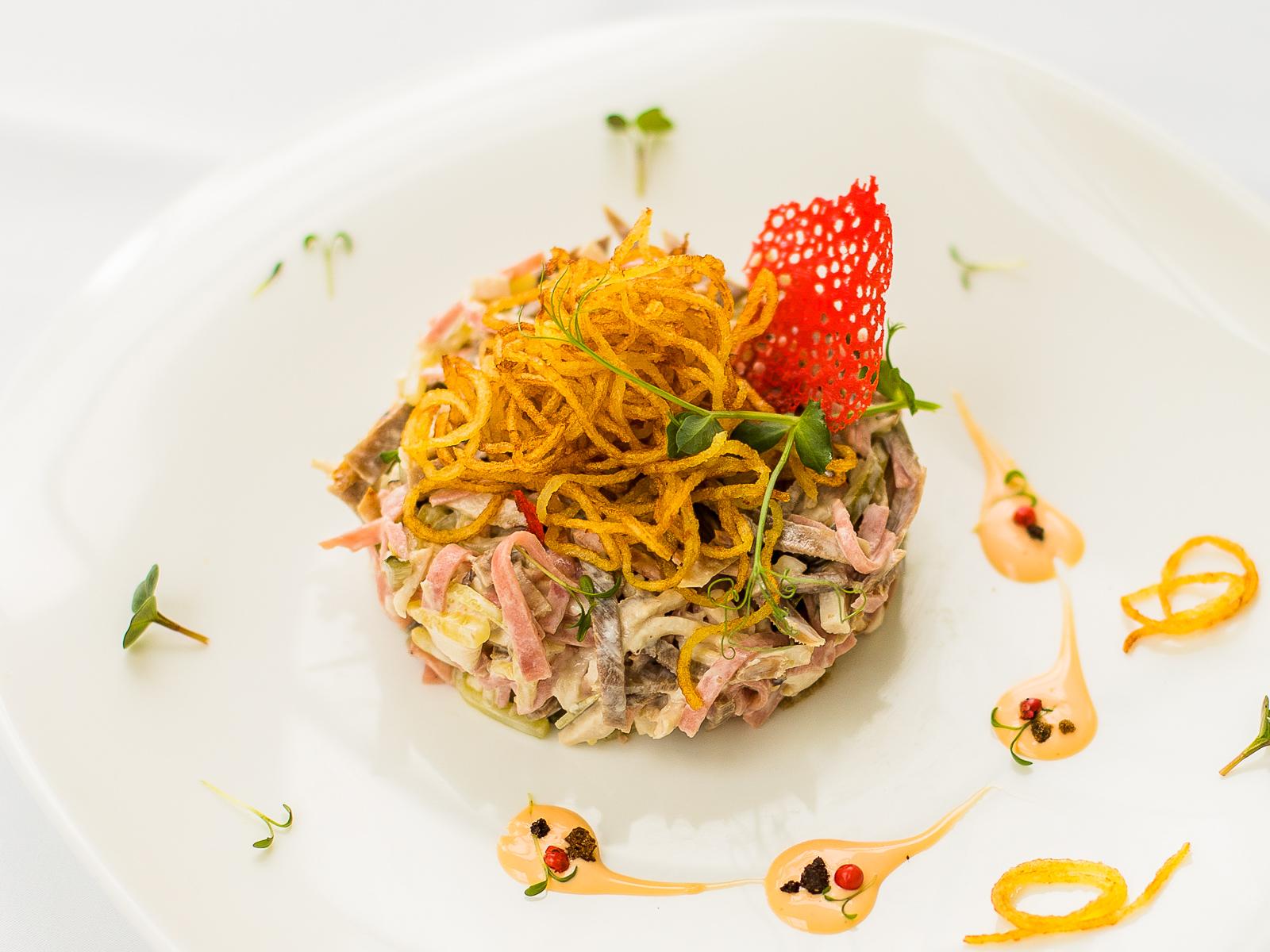 Салат мясной с картофелем Пай