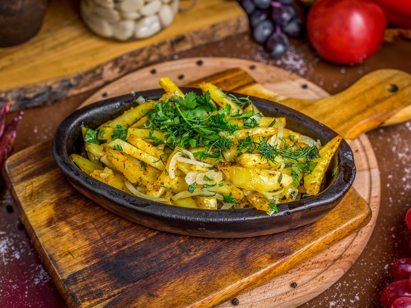 Картофель жареный по-деревенски