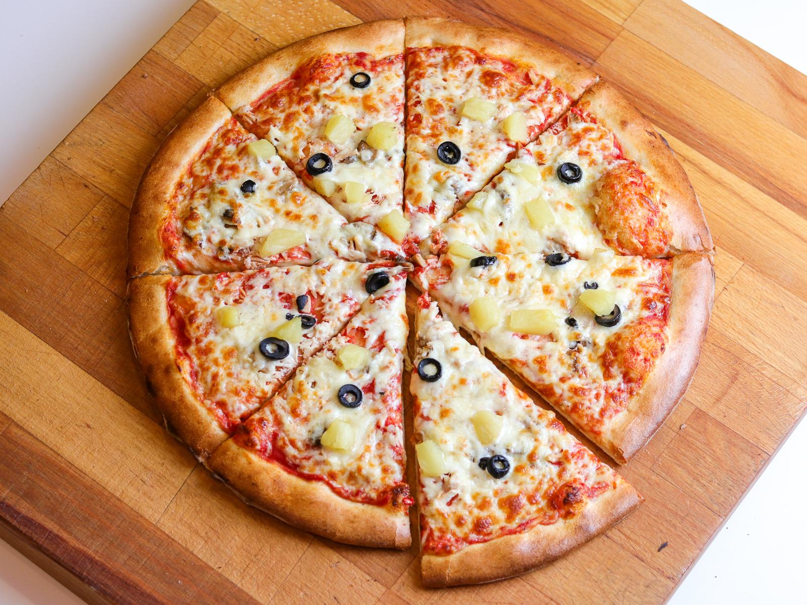 Пицца Куриная с ананасом на пышном тесте