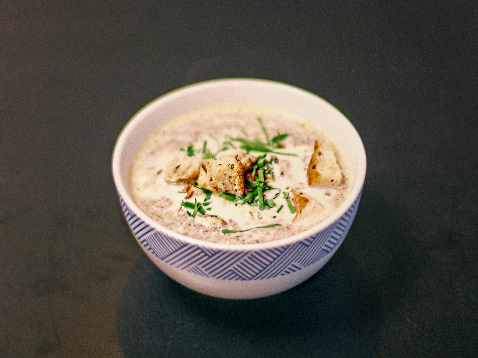 Суп с котом грибной