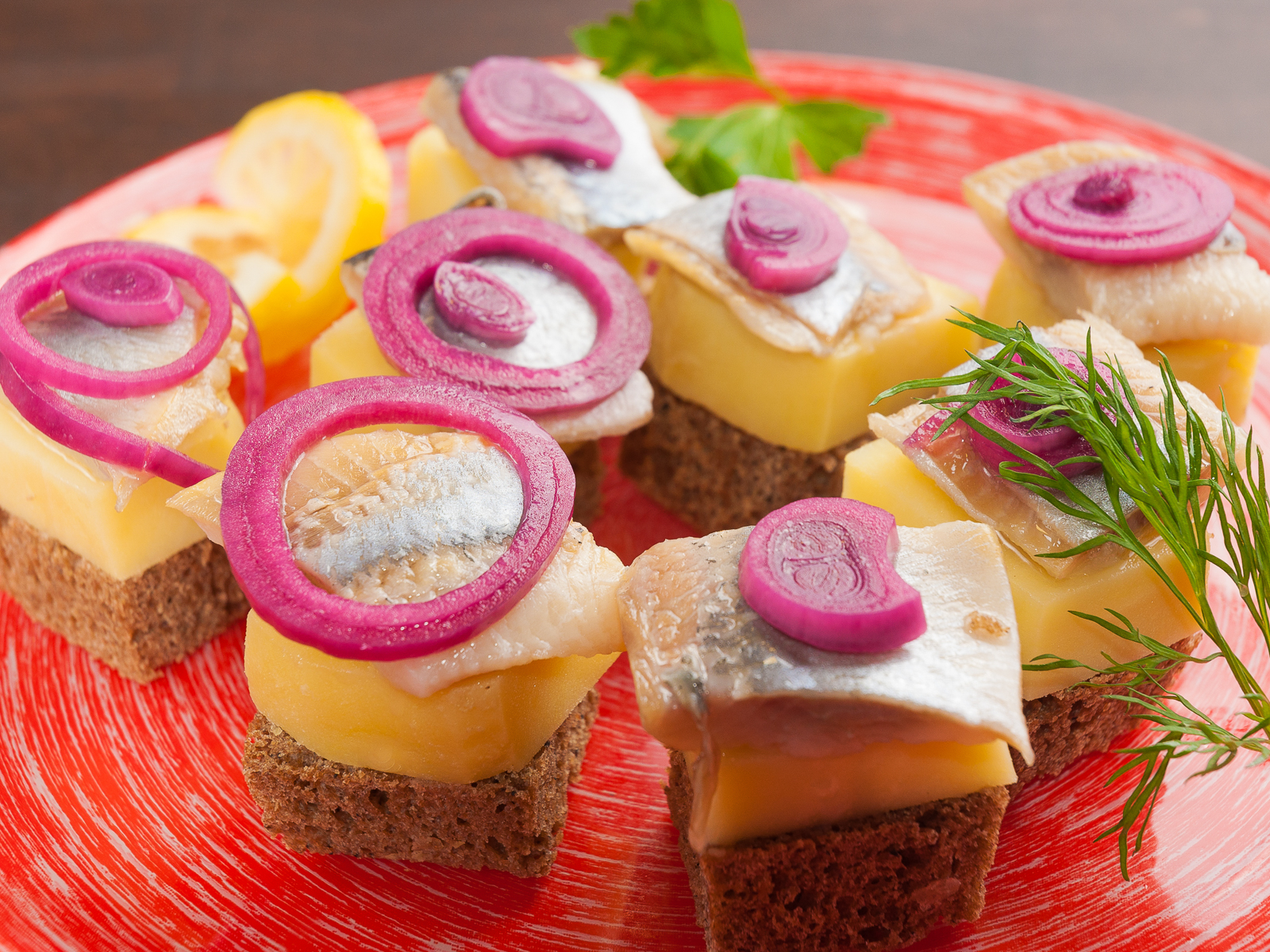 Филе сельди с картофелем на шпажках