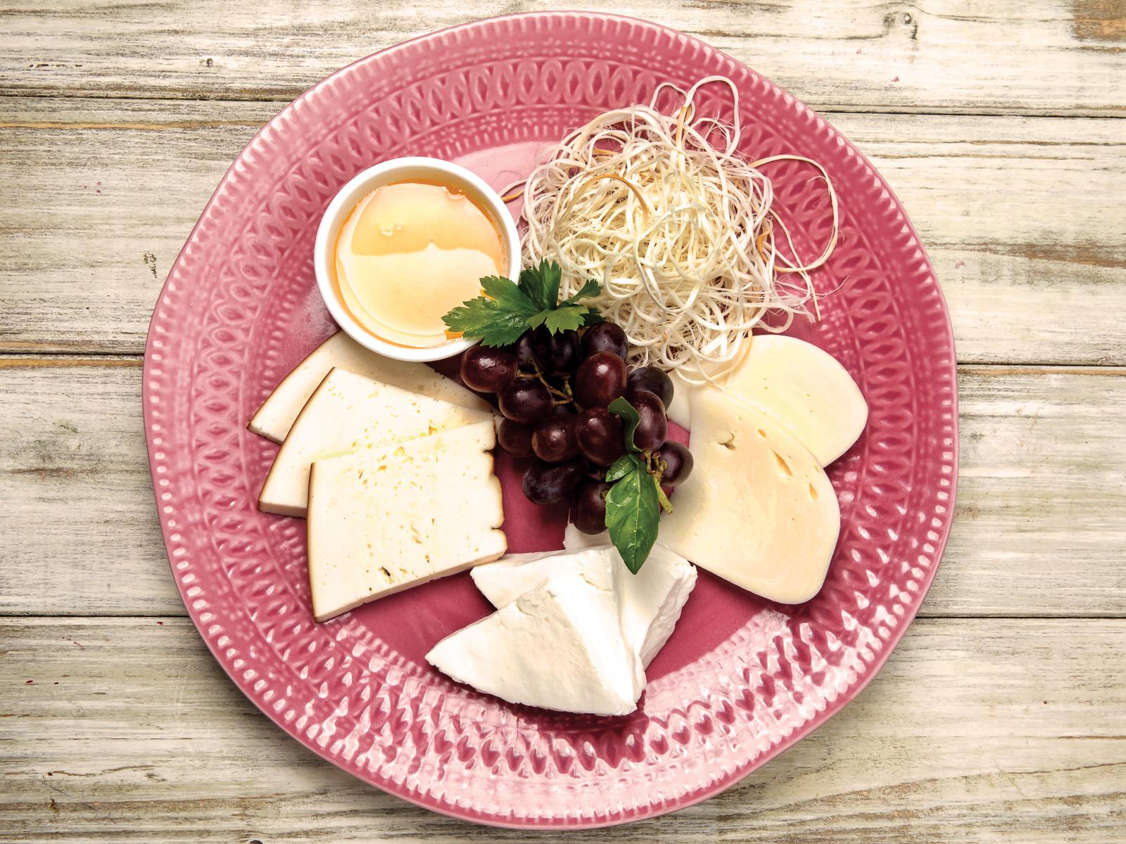 Ассорти кавказских сыров