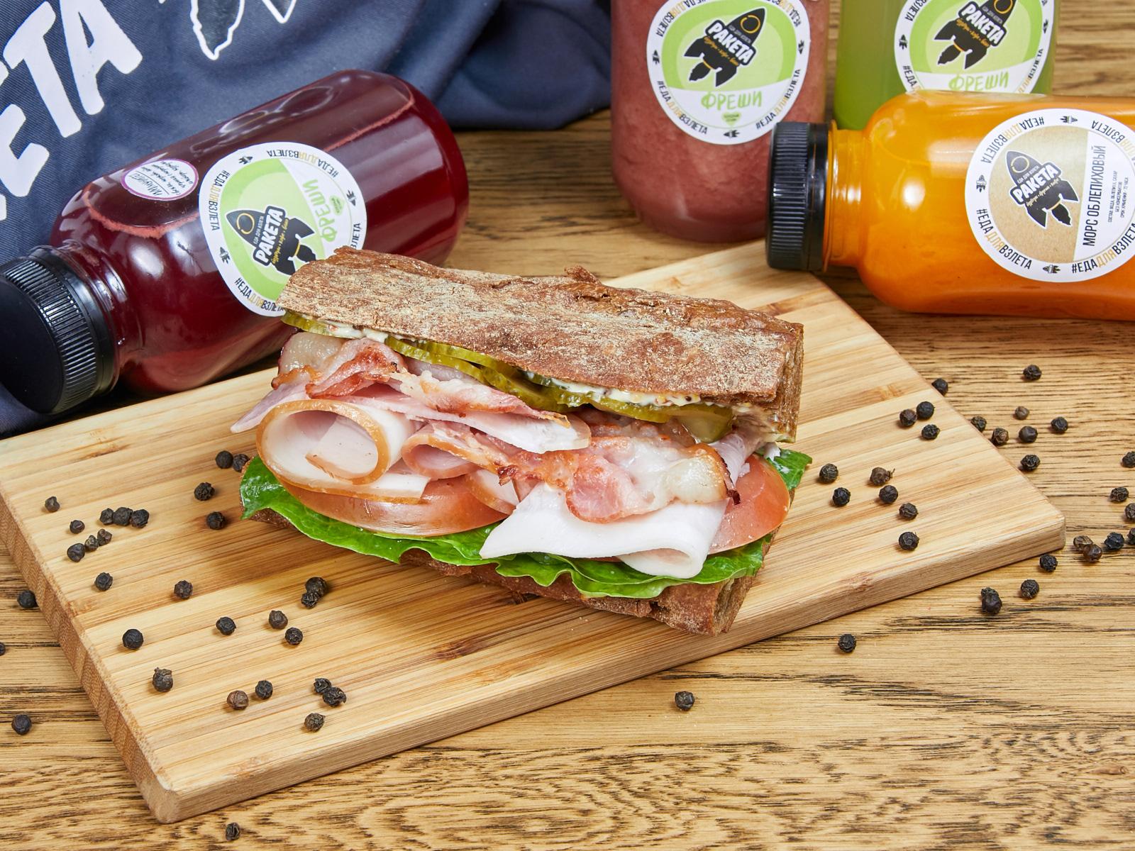 Сэндвич с окороком и сыром