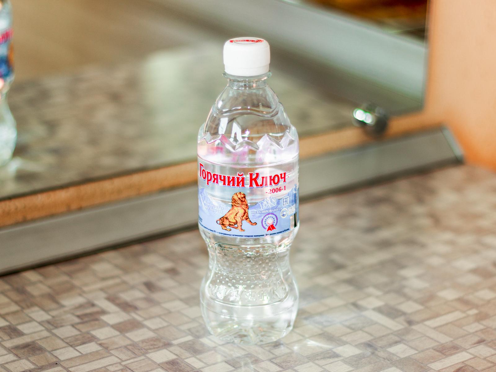 Вода минеральная Горячий ключ 2006