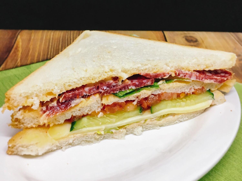 Сэндвич Скандинавский с колбасой