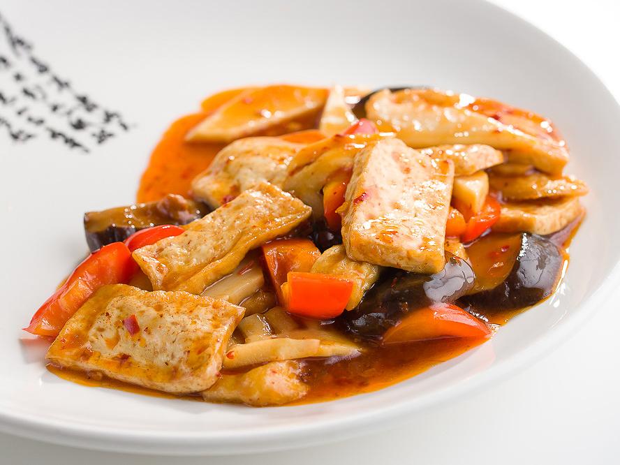 Жареный тофу с грибами Шиитаке в жгучем чили