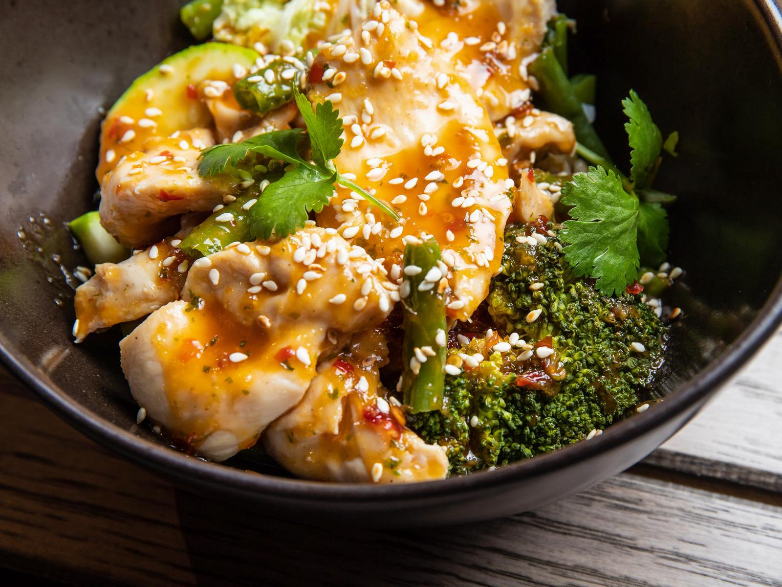 Куриная грудка Чар-су с овощами и рисом