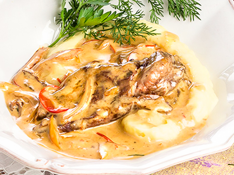 Тушеные говяжьи щечки с соусом Демиглас и картофельным пюре