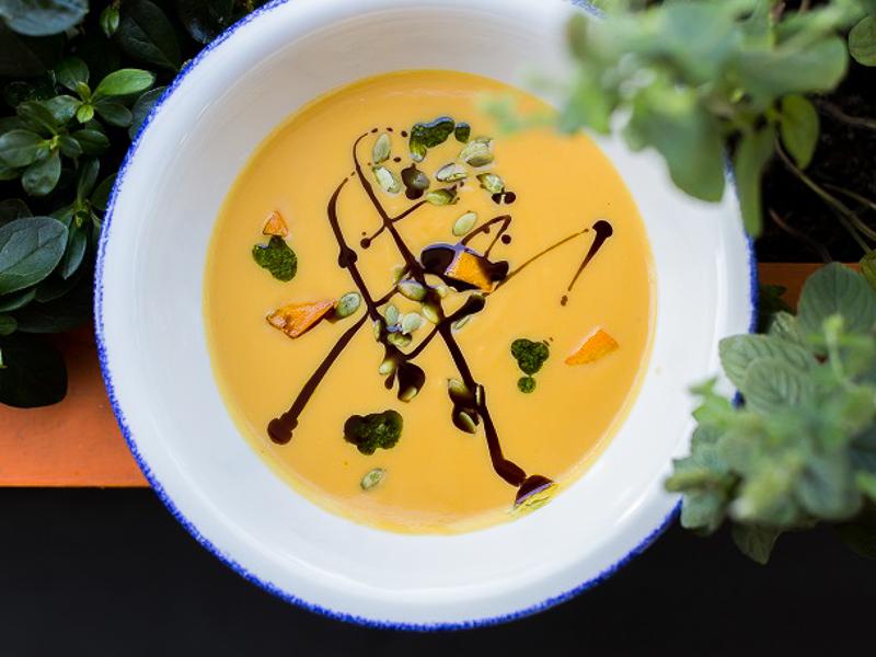 Тыквенный суп с семечками и песто