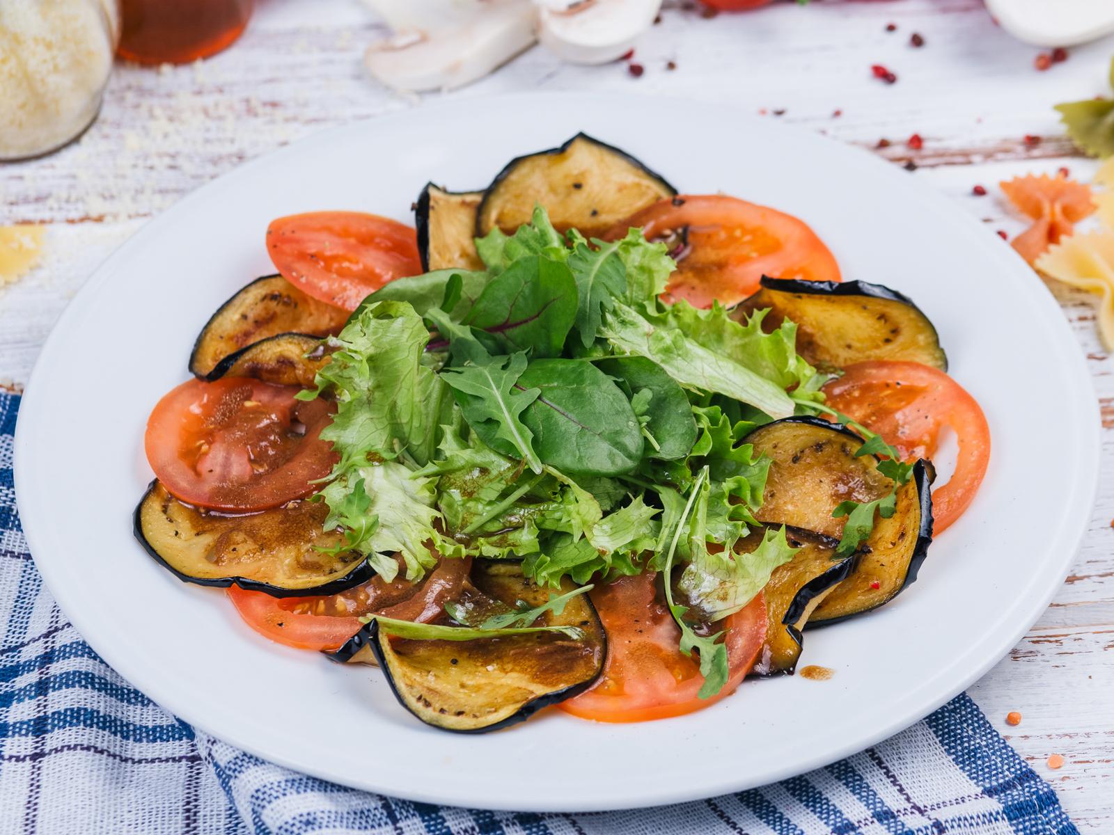 Закуска из баклажанов и томатов