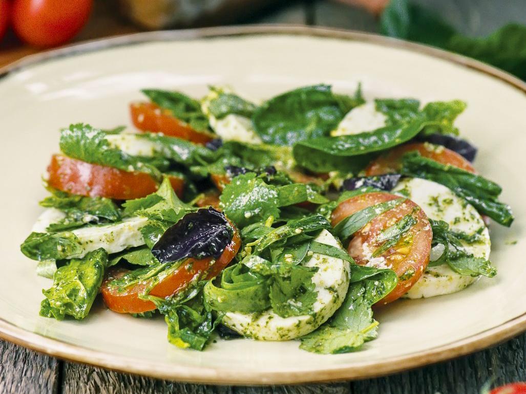 Салат Квелли с томатами