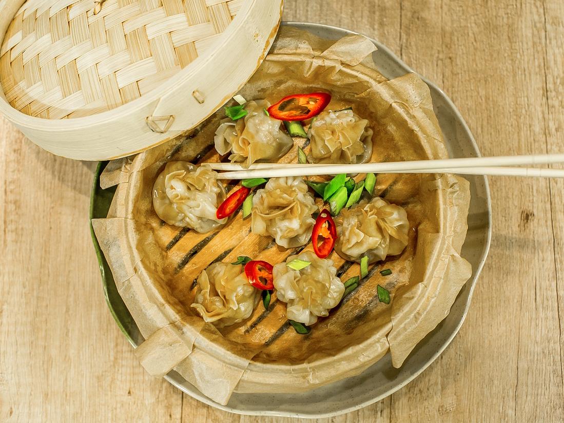 Вонтоны с соево-овощным и рыбным соусом