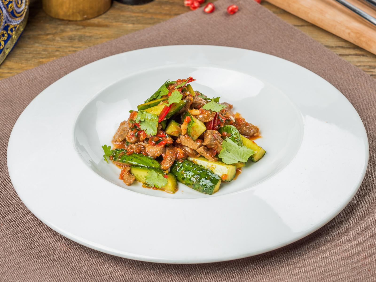 Салат Жареная телятина с овощами