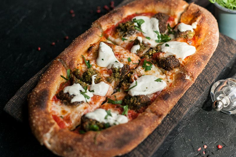 Пиццетта с фалафелем