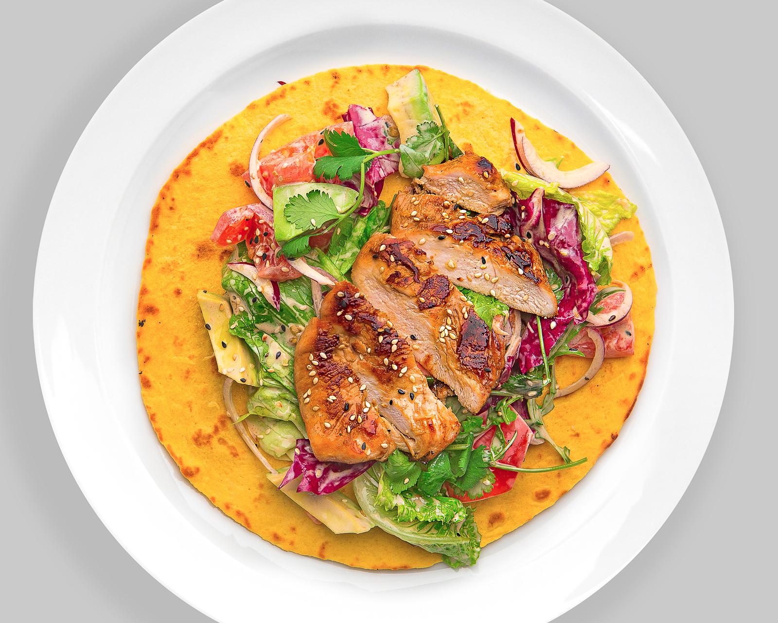 Салат с куриным филе в соусе терияки