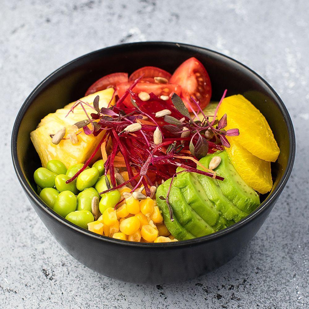 Овощное поке с авокадо, бобами эдамаме, дайконом, огурцом и кукурузой