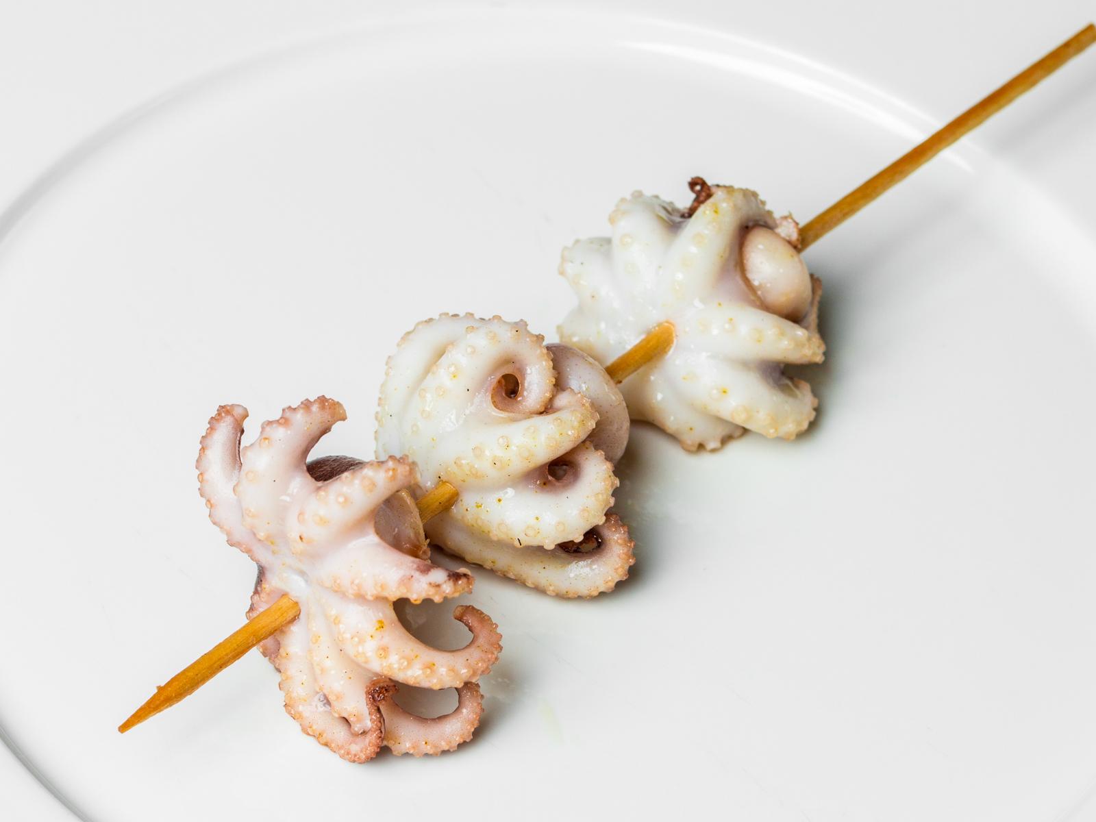 Шашлычок из осьминогов