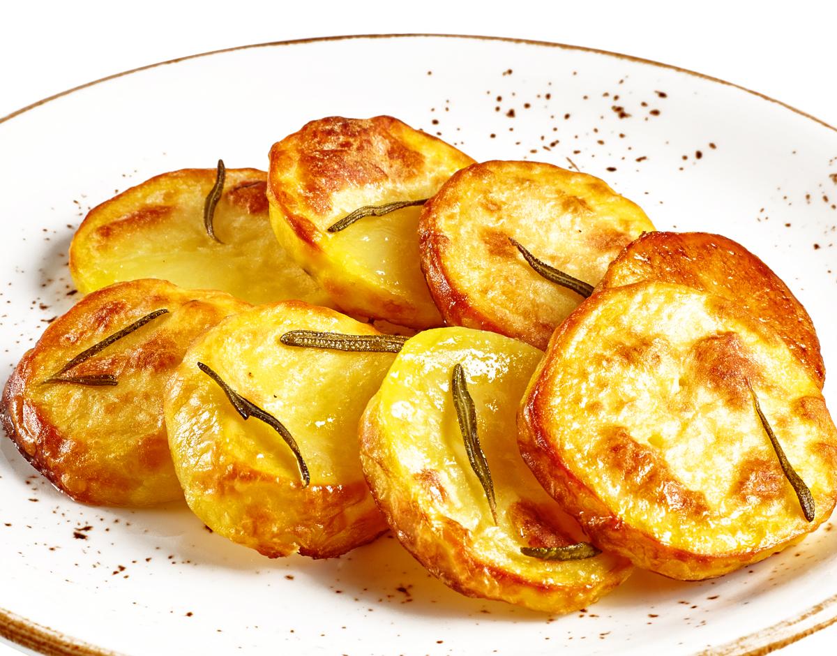 Картофель запечёный с розмарином