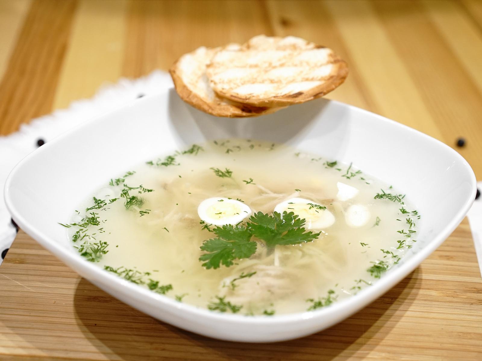 Суп Консоме из курицы с домашней лапшой