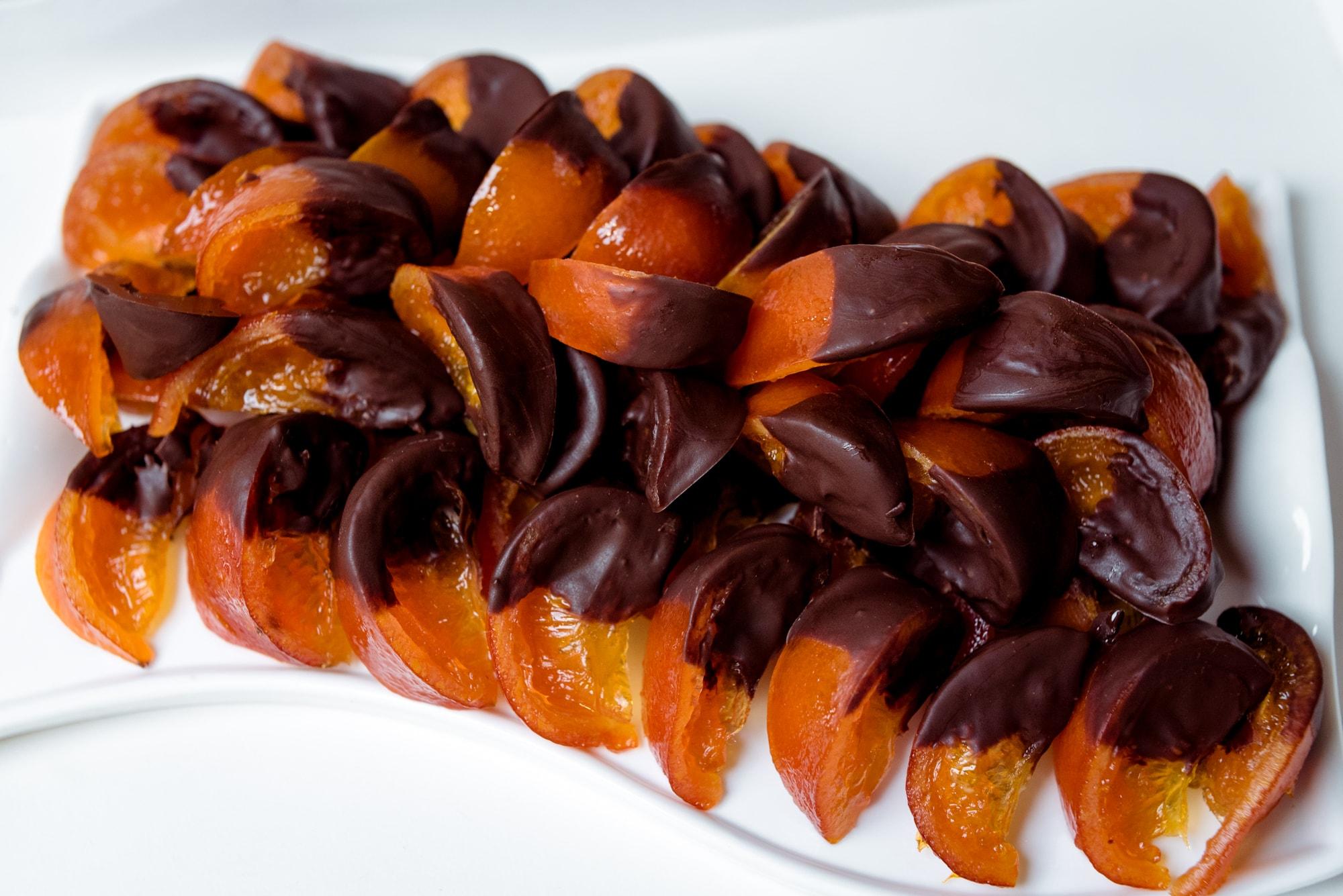 Засахаренные апельсиновые дольки в шоколаде