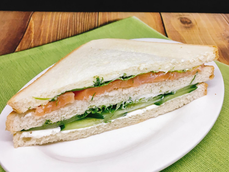 Сэндвич финский с семгой