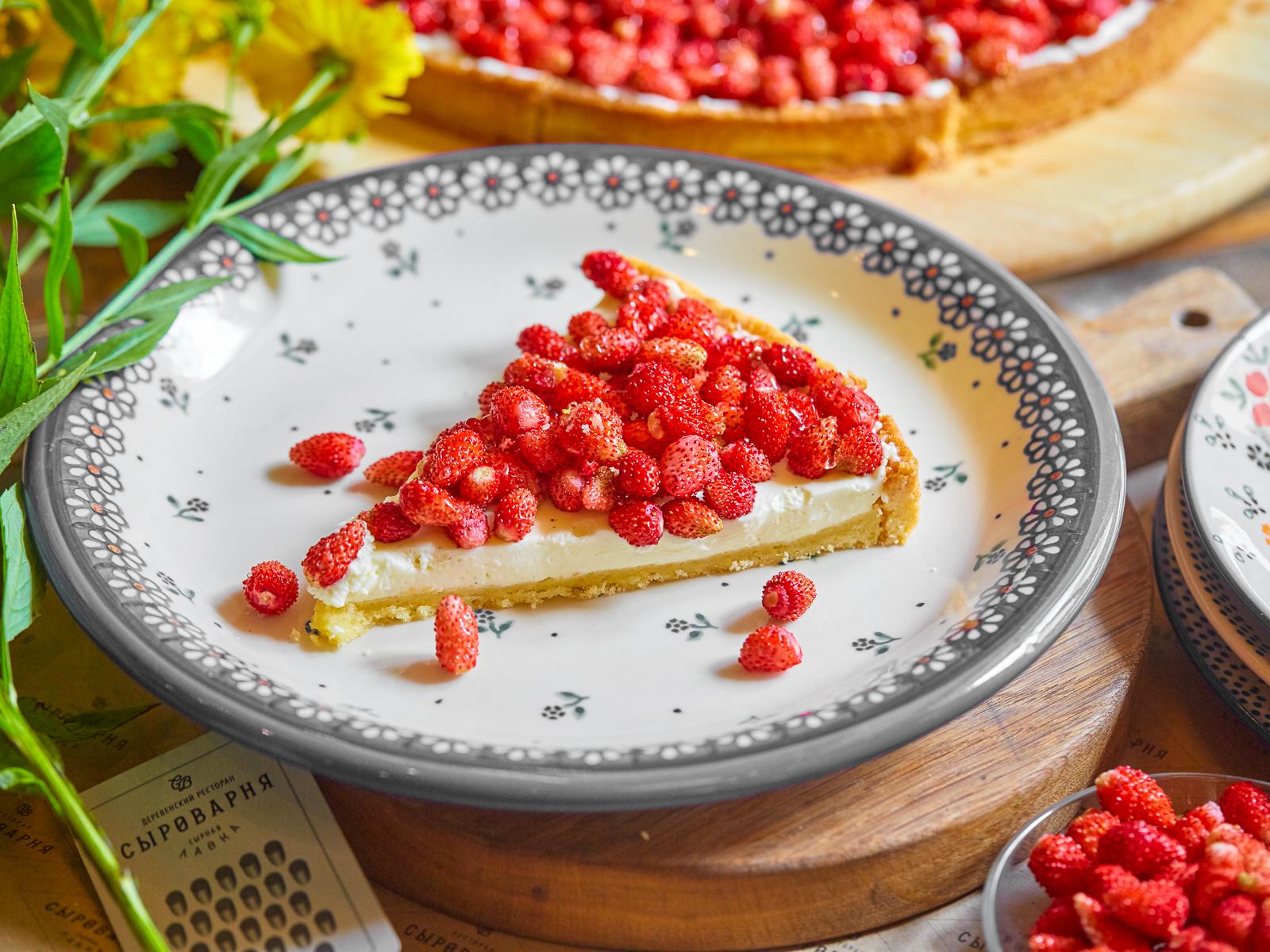 Пирог со свежей земляникой