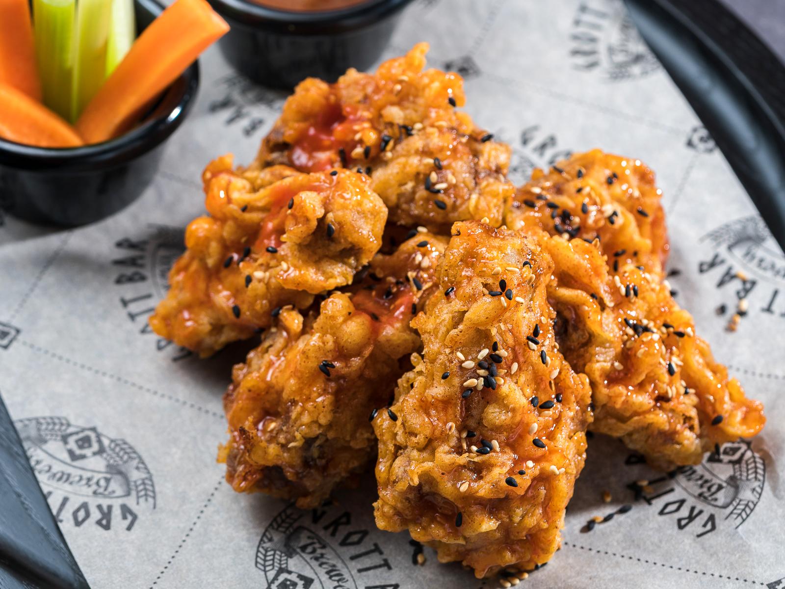 Жгучие крылья со сладким соусом на основе перца Чили