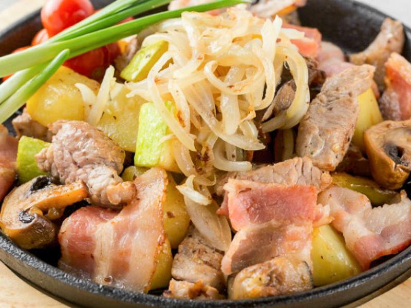 Жаренка из свинины и овощей