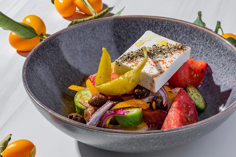 Греческий салат с маринованным перцем