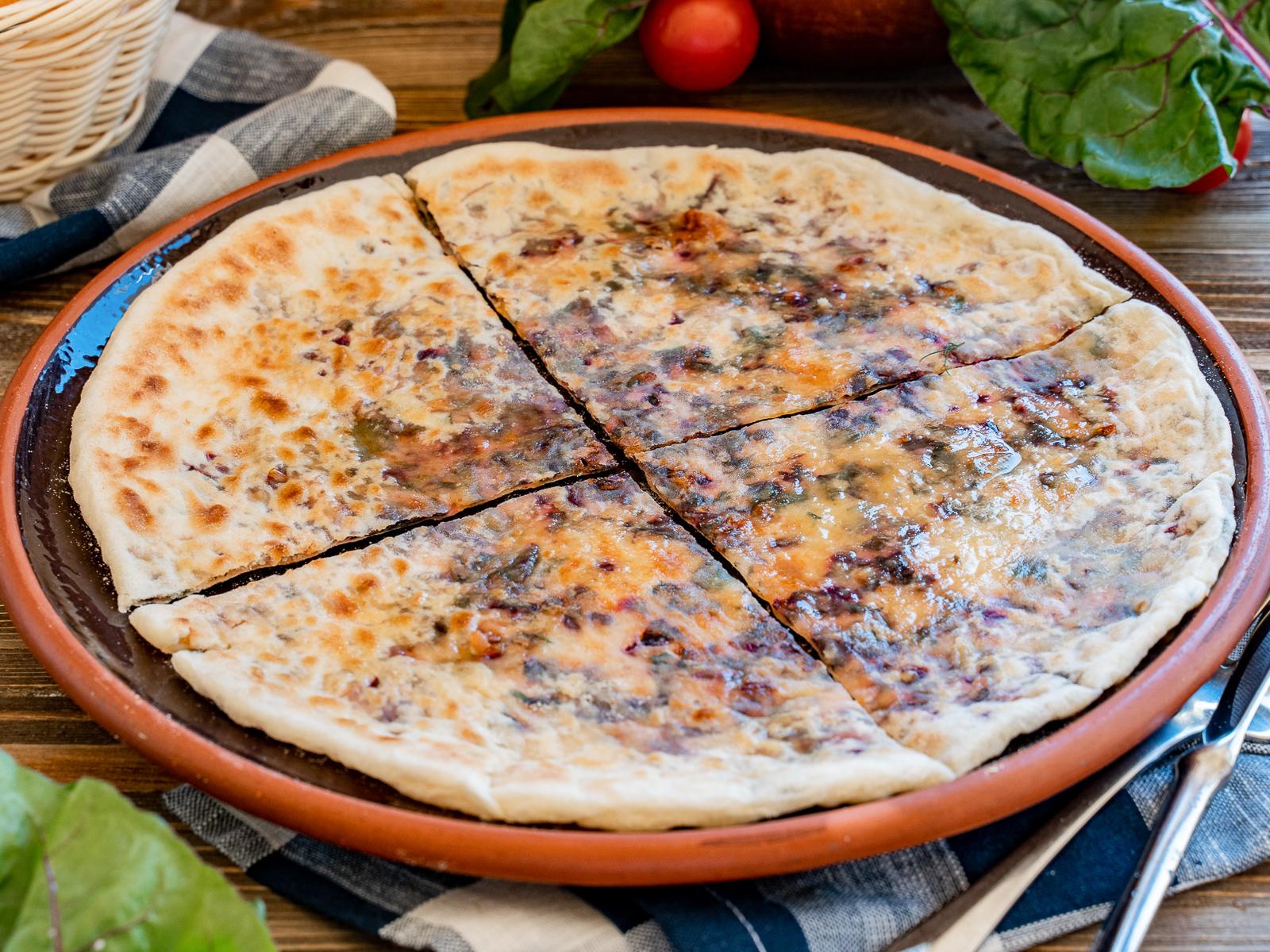 Кутаб со свекольным листом и сыром