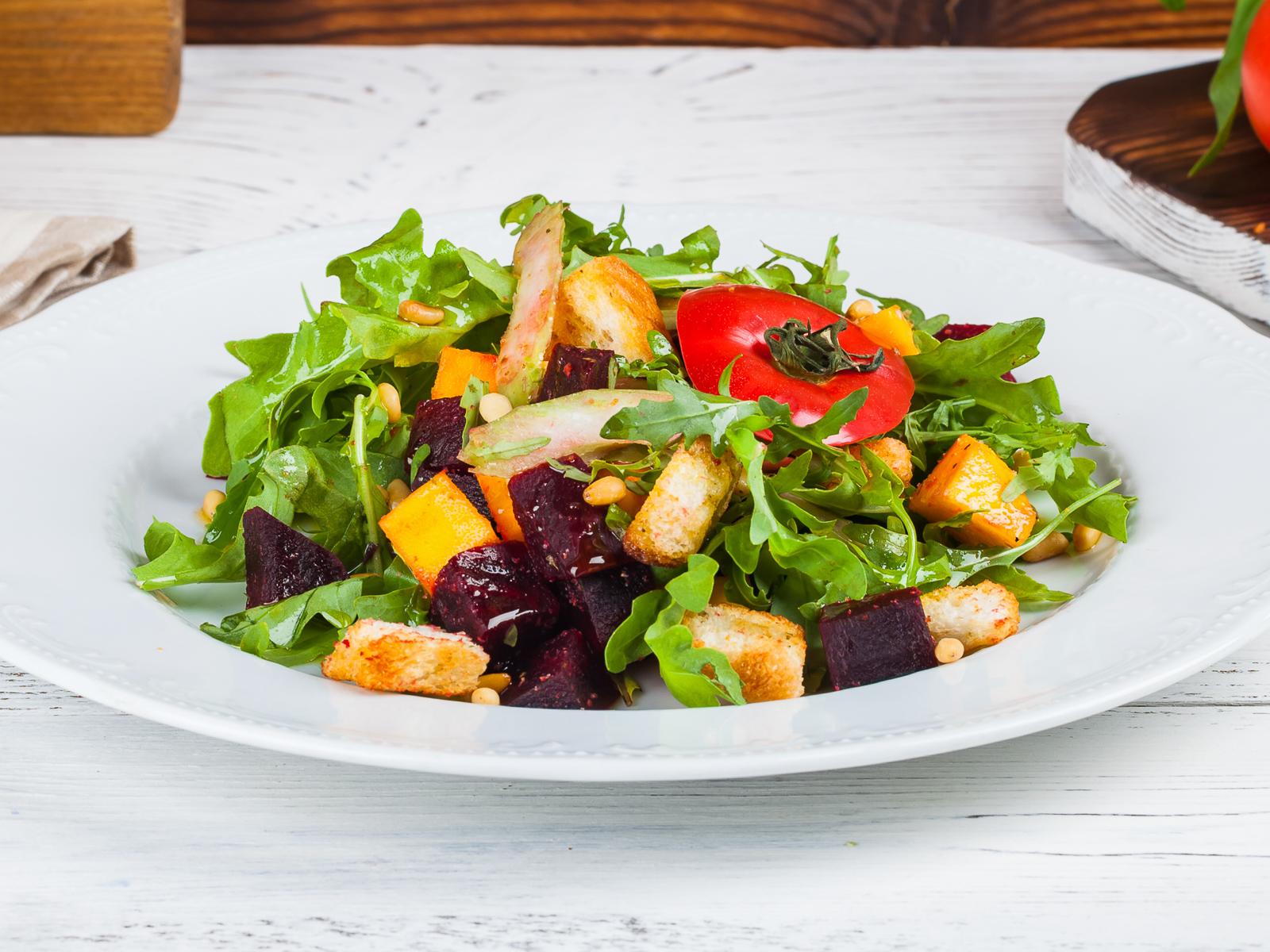 Салат с запеченной свеклой