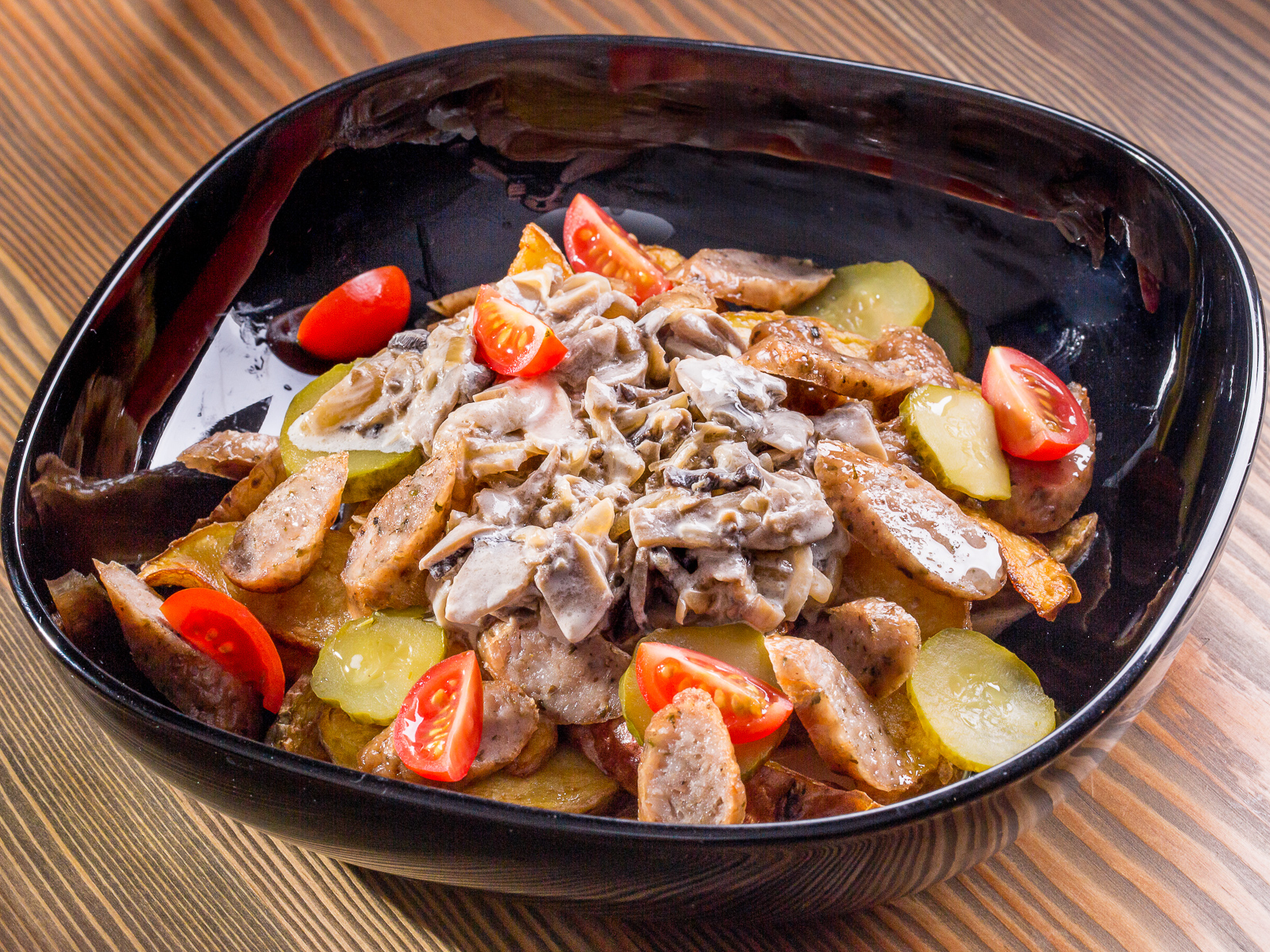 Картофель по-деревенски с колбасками