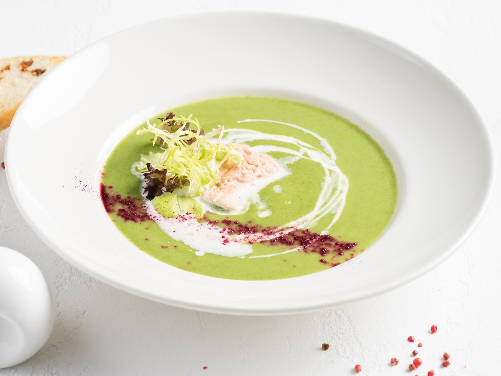 Суп-крем из брокколи с форелью