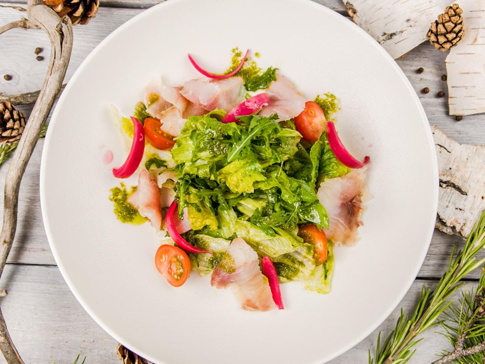 Фреш салат с муксуном слабой соли