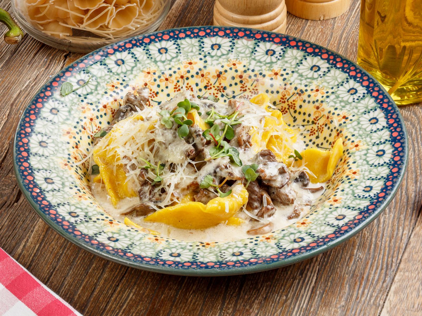 Паста Тальятелле с телятиной и грибами