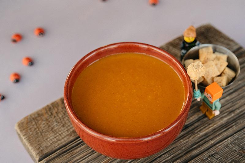 Крем суп из овощей с пшеничными сухариками