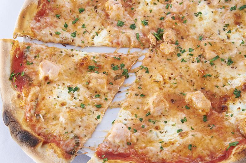 Пицца с лососем